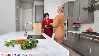 video titel: Hot mature mom Ryan Keely bangs nerd 19 yo stepson in the kitchen    porn tgas: 19 years old,banged,kitchen,mature,anysex
