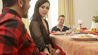 video titel: Thanksgiving Dinner Sluts || porn tgas: amateur,blowjob,brunette,cheating,tubedupe