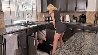 video titel: Jay fucked a neighbor on the kitchen table || porn tgas: big tits,blonde,fuck,heels,upornia