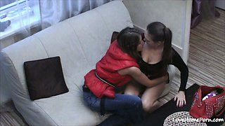 video titel: Ravishing lesbian babes getting kinky on the couch || porn tgas: babe,couch,hidden,kinky,mylust