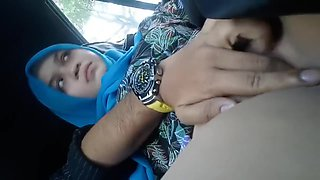 video titel: Fingering Hijab Girlfriend In The Car || porn tgas: amateur,arab,asian,car,