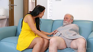 video titel: Young busty nurse Jennifer Mendez gives a blowjob and titjob to one old man || porn tgas: big tits,blowjob,brunette,busty,anysex