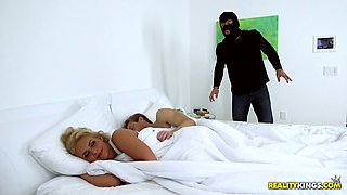 video titel: Curvy milf fucked by a burglar with her husband in the bed    porn tgas: bbw,bed,big tits,cougar,bravotube