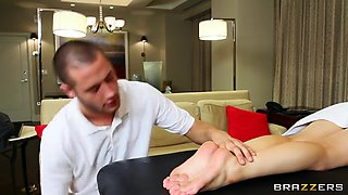 video titel: Filthy oiled footjob by Lexi Belle for her masseuse Danny Mountain || porn tgas: footjob,massage,oil,