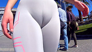 video titel: A flashy cameltoe around the city || porn tgas: cameltoe,xhamster