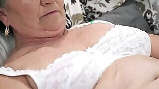 video titel: Old woman rubbing her pussy while still in bed || porn tgas: bbw,bed,family,fuck,PornoSex