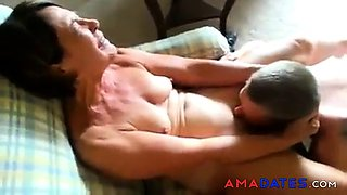 video titel: Lovely mature is licked to orgasm || porn tgas: amateur,brunette,licking,lovely,winporn