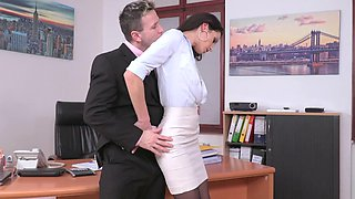video titel: A babe is with her boss in the office and she is spreading her legs for him || porn tgas: anal,babe,big cock,blowjob,sexvid