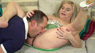 video titel: Chunky blond haired dirty harlot Betsy B is so into working on stiff dick || porn tgas: bbw,big tits,blonde,blowjob,xcafe