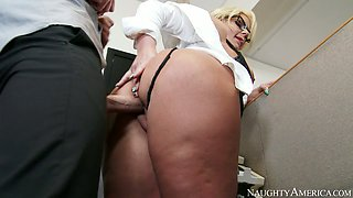 video titel: Busty blonde Phoenix Marie gets her pussy drilled by Johnny Sins || porn tgas: ass,big ass,big cock,big tits,anysex