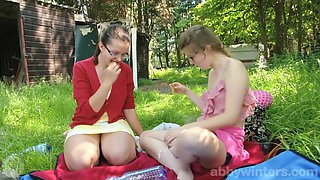 video titel: Jada Maia Tribbing outdoors || porn tgas: brunette,hairy,high definition,lesbian,upornia