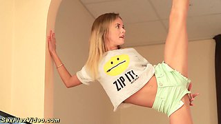video titel: Svelte auburn fresh girl does some morning stretching and flashes tits || porn tgas: amateur,ass,babe,beautiful,xcafe