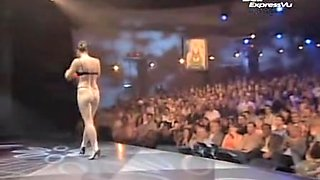 video titel: Kinky stripper is on the stage losing off cloths and bra || porn tgas: amateur,kinky,lingerie,public,voyeurhit