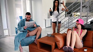 video titel: Hooker companions daughter Family Shares A Bed || porn tgas: bed,daughter,family,hooker,nuvid