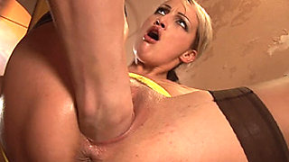 video titel: one hand deep in her pussy    porn tgas: pussy,sleazyneasy