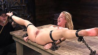 video titel: Attractive female has feet slapped by young man in black gloves || porn tgas: bdsm,black,bondage,cumshots,avideos