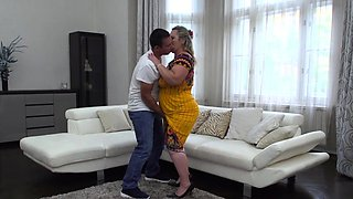 video titel: Chubby housewife Summer doing her toyboy || porn tgas: bbw,big tits,blonde,blowjob,