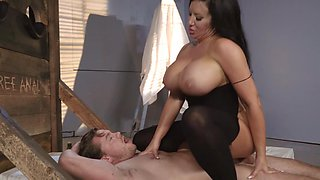 video titel: Wicked thick milf swallows his cock with her hot pussy || porn tgas: cock,pussy,swallow,thick,pornid