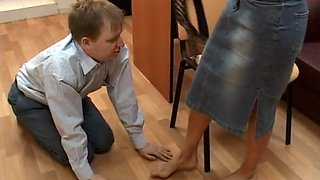 video titel: Kinky office affair with a redhead who loves having her feet licked || porn tgas: femdom,fetish,foot,kinky,bravotube